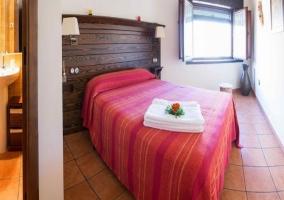 Habitación de matrimonio con baño en suite
