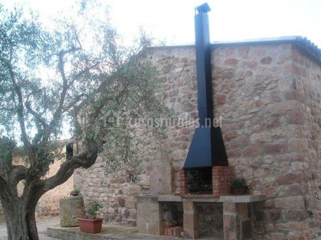 Can fontanelles i en castellfollit del boix barcelona - Barbacoa de piedra ...