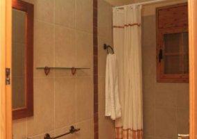 Baño compartido con ducha