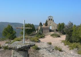 Camino e Iglesia de Castellfollit del Boix