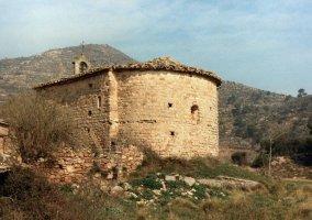 Parte trasera de la ermita románica