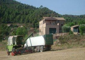 Vista frontal de la Casa Rural Fontanelles 1