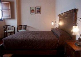 Dormitorio doble con camas de matrimonio