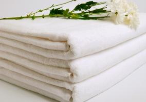 Juego de toallas y servicio de limpieza