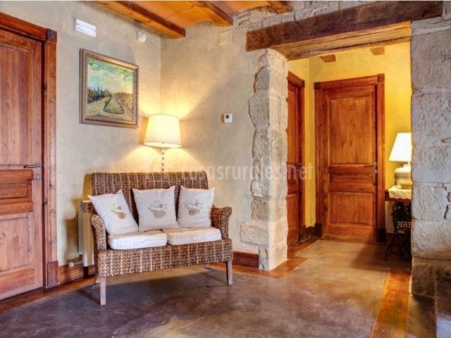La tor en montclar barcelona - Como decorar una casa rural ...