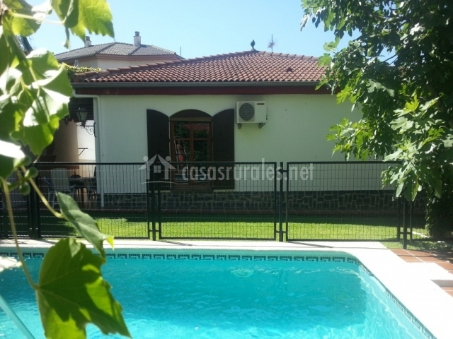 Casa rural vista blanca en cenes de la vega granada - Casa rural piscina interior ...