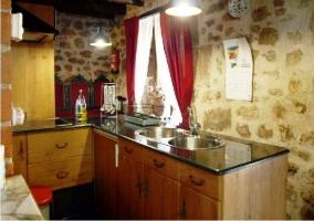Cocina: Fregadero y muebles