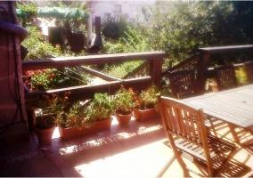 Terraza con vallas de madera