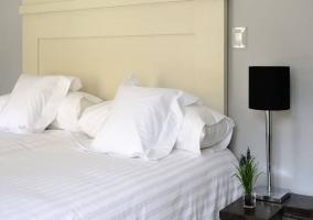 Detalle de un dormitorio de matrimonio