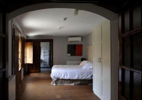 Dormitorio de matrimonio amplio