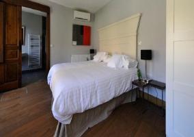 Dormitorio de matrimonio con cuarto de baño