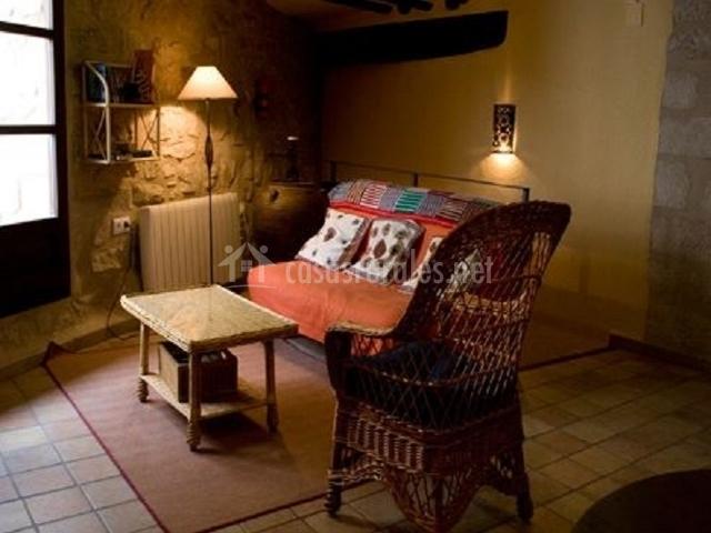 Alkuza rural matarranya en calaceite teruel for Sala de estar noche