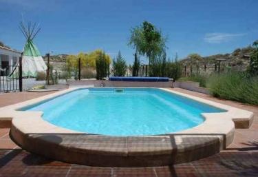 Casas rurales con piscina en baza for Alquiler casa con piscina granada