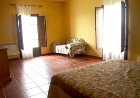 Habitación luminosa con cama supletoria
