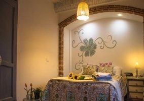 Habitación auxiliar con cama de matrimonio en el piso de abajo