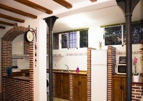 Vista de la cocina desde la entrada