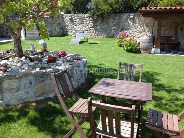 Apartamento hortensia en villahormes asturias for Ajedrea de jardin