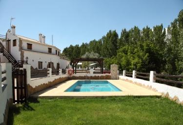 Casas rurales con piscina en castillejar for Alquiler casa con piscina granada