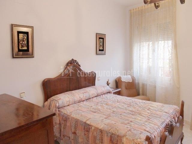 Casa de la virginia en valdealgorfa teruel for Butacas habitacion matrimonio