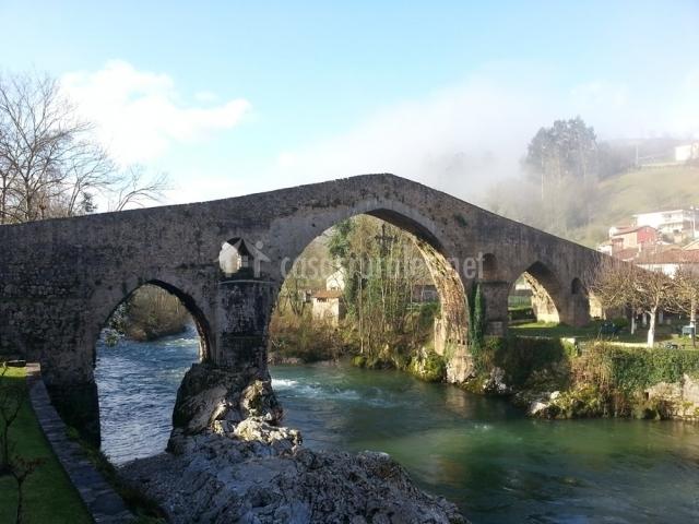 Puente Romano Matrimonio : La redondiella en berodia asturias
