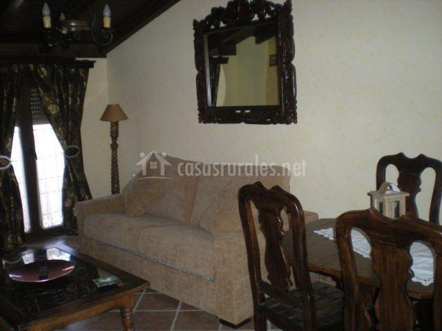 Terraza y sofá de la sala de estar