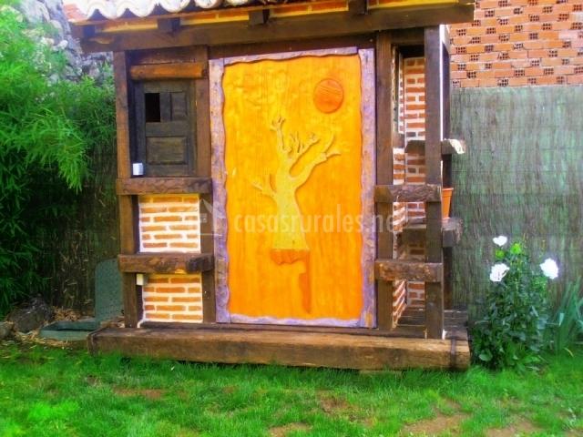 La casa de la huerta en la horcajada vila for Caseta de madera para jardin segunda mano