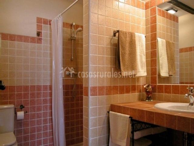 Casa rural los juncares casas rurales en almajano soria - Azulejos para duchas de obra ...