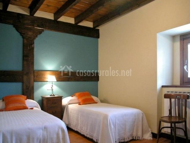 Casa rural los juncares en almajano soria - Habitacion pequena dos camas ...