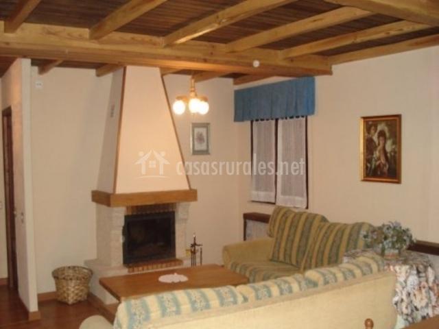 Casa veiga en naraval asturias for Sala de estar vista desde arriba
