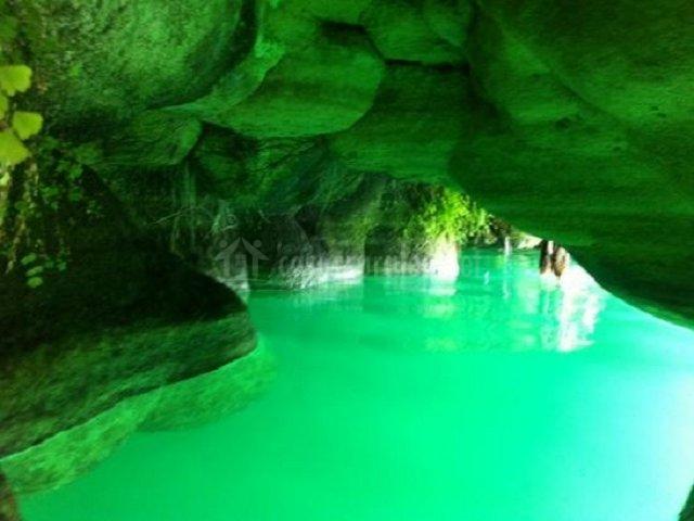 Cuevas en la laguna