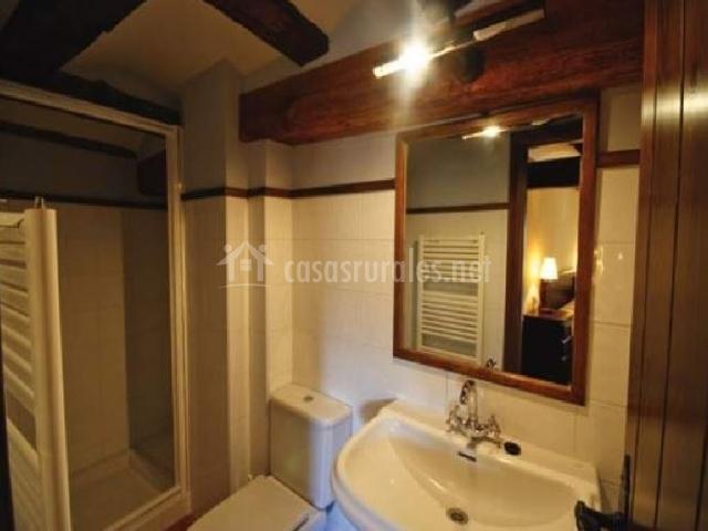 Los tremedales b apartamentos los tremedales en orihuela for Cuarto de bano completo
