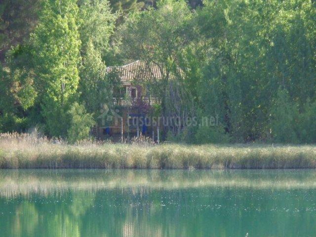 Fachada desde la laguna