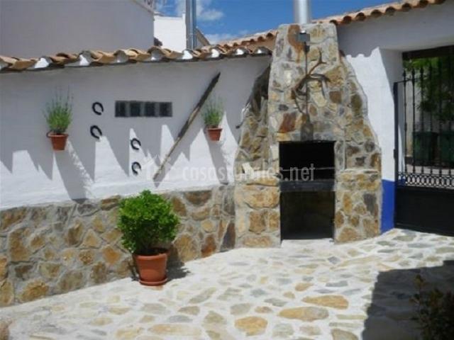La morada de sancho casas rurales en montiel ciudad real for Barbacoa patio interior