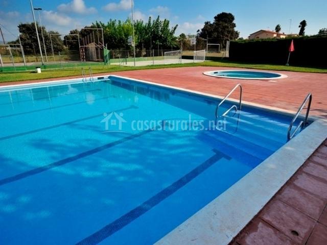 Casa roja la pubilla en banyeres del penedes tarragona for Piscina 1 20