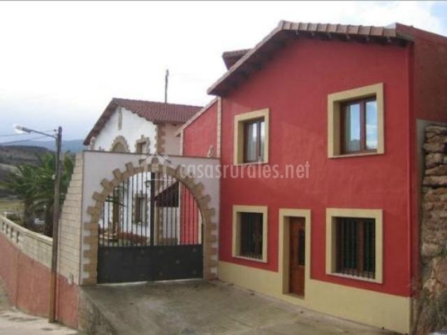 El colorao casas rurales en sotes la rioja - Pinturas para fachadas exteriores fotos ...