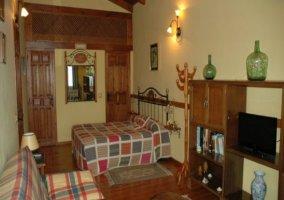 Dormitorio matrimonial en casa rural