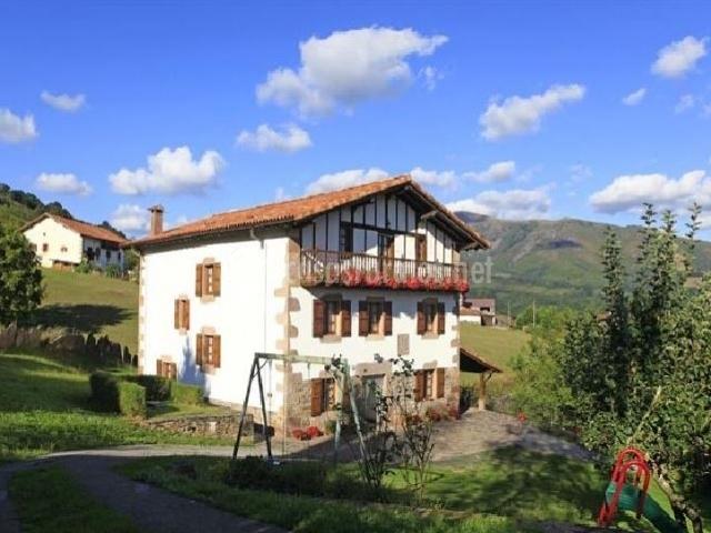 Casa rural latxaberria en azpilcueta navarra for Casa rural 5 habitaciones
