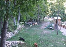 El jardín con parque infantil