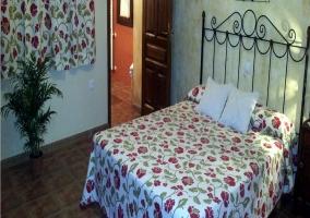 Dormitorio de matriomonio con baño privado