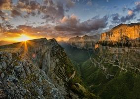 Ordesa y Monte Perdido al amanecer