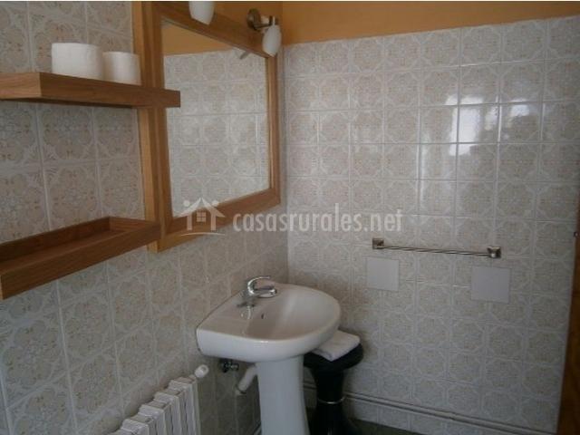 Cuarto de baño equipado + espejo