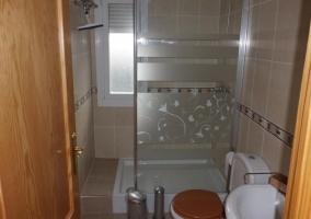 Servicio con ducha de mampara
