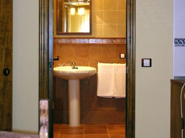 El trillo apartamentos los aperos en albarracin teruel - Cuarto de bano completo ...