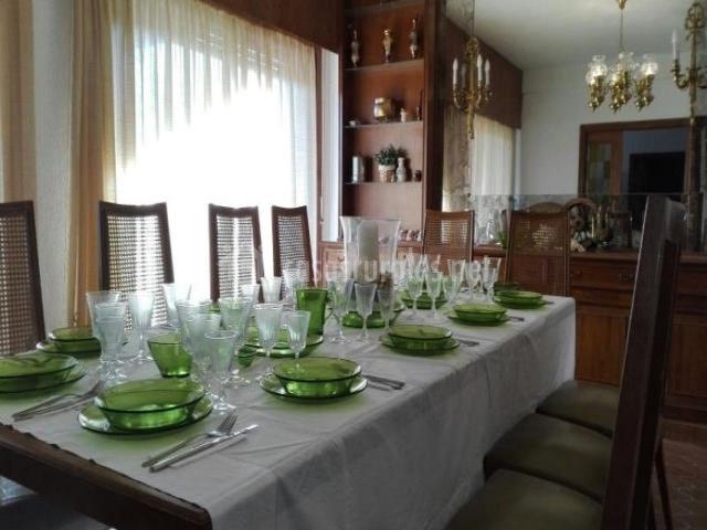 Amplia mesa comedor