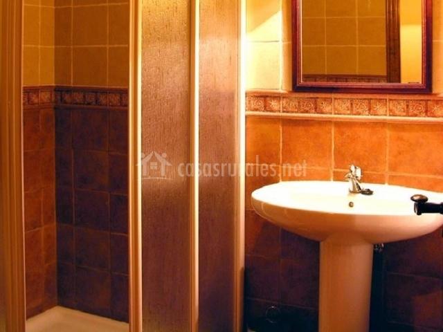 El yugo apartamentos los aperos en albarracin teruel - Cuarto de bano completo ...