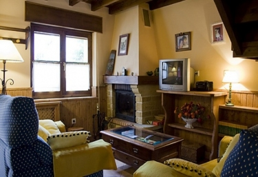 Casas rurales con chimenea en inguanzo for Casa rural con chimenea asturias