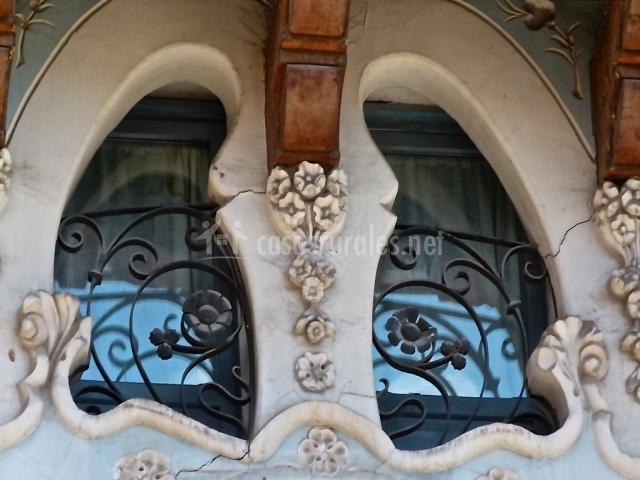 Modernismo en las ventanas y fachadas de Teruel