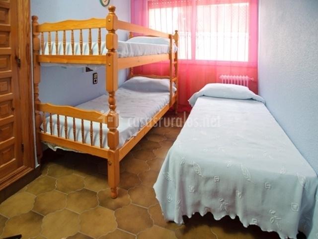 Villa torreta 1 en elda alicante for Cama individual que se hace doble