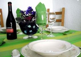 Mesa preparada para comer