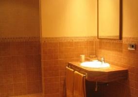 Cuarto de baño naranja